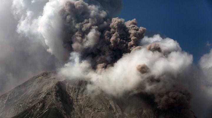 Endonezya'nın Sinabung Yanardağı'nda hareketlilik