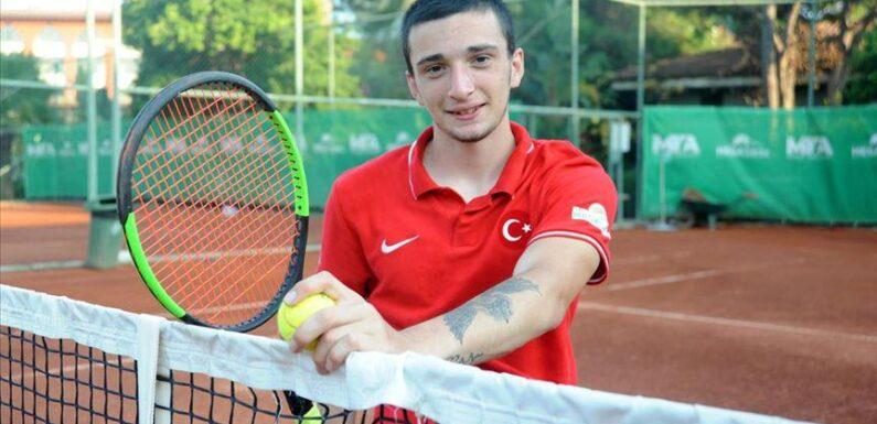 Milli tenisçi Emirhan Toper, başarıları ve azmiyle örnek oluyor